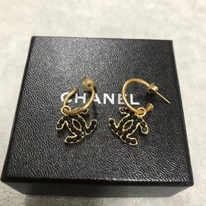 Chanel black stones earrings